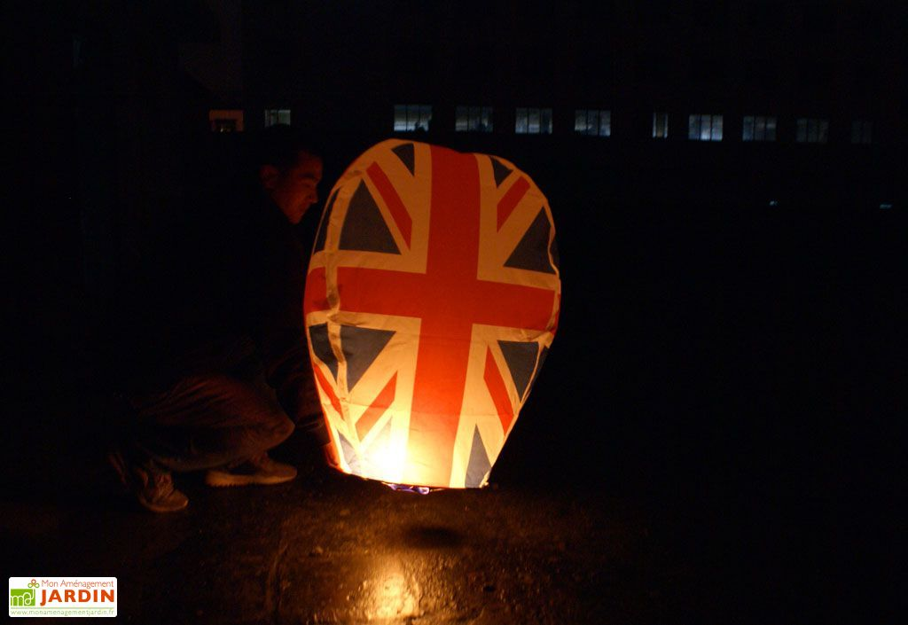 Lot 10 Lanternes Volantes United Kingdom