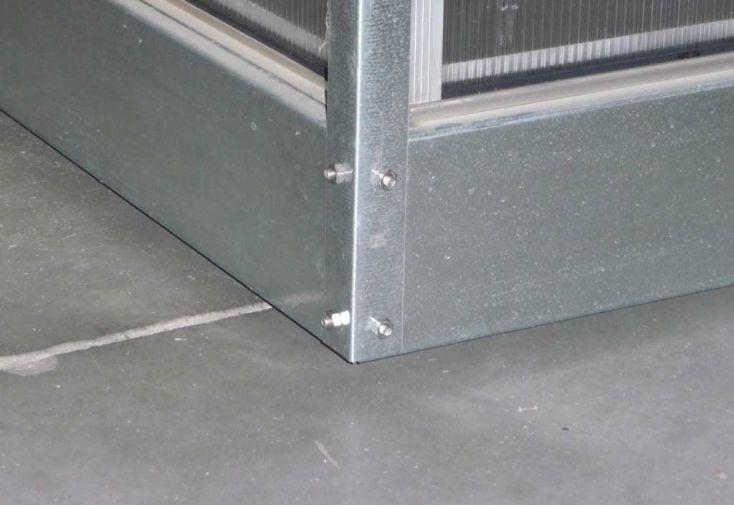 Embase en acier galvanisé pour Serre Basic 600