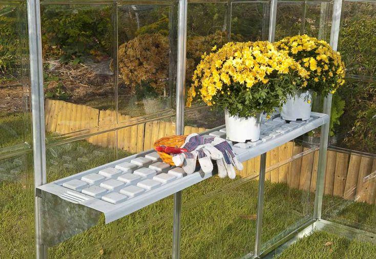 etag res pour serre chalet jardin chal t jardin. Black Bedroom Furniture Sets. Home Design Ideas