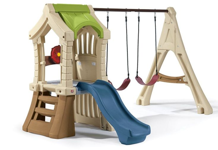 Aire de jeux en plastique rotomoulé Step2 avec toboggan et portique balançoires
