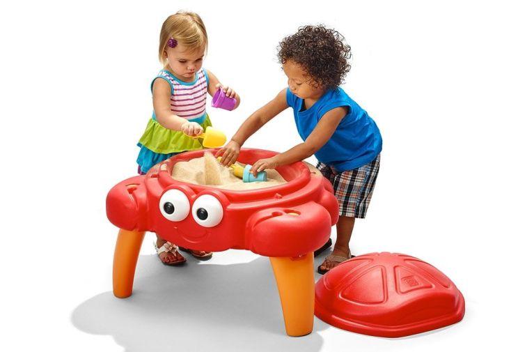 table bac à sable sur pieds crabe rouge pour enfants debout