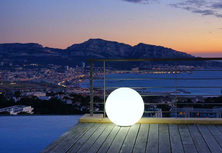 Boule Lumineuse Blanche Etanche sur Secteur 40 cm
