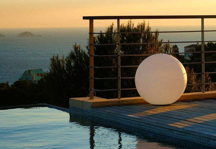 Boule Lumineuse Blanche Etanche sur Secteur 60 cm