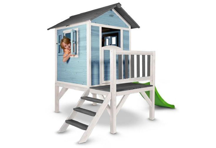 cabane en bois pour enfant montée sur pilotis avec toboggan