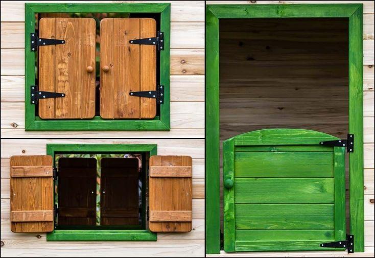 cabane d'enfant montée sur pilotis avec porte et fenêtres volets