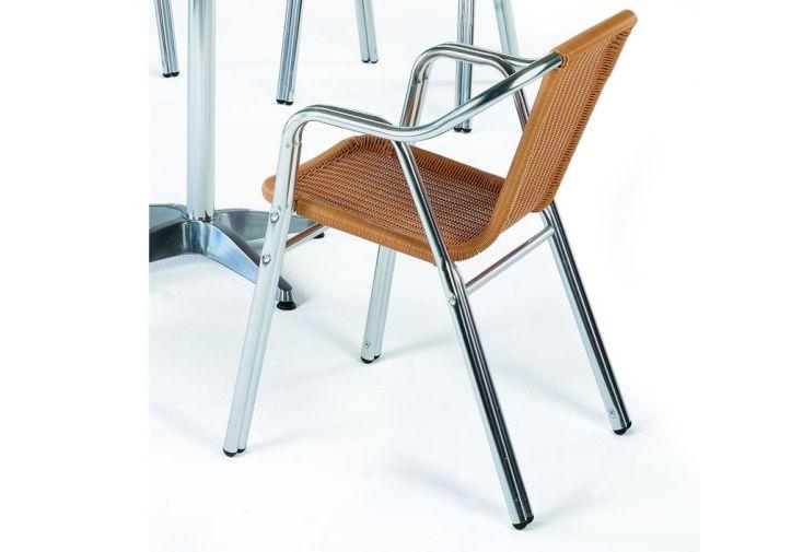Salon de jardin gales 1 table carr e 4 fauteuils hevea for Salon 4 fauteuils