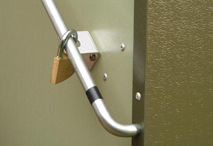 coffre de rangement avec fermeture par cadenas non fourni