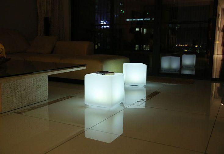 Cube Lumineux Multicolore Autonome à Énergie Solaire