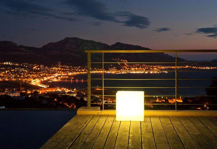 Cube Lumineux Multicolore Etanche Sans Fil avec Télécommande 40 cm