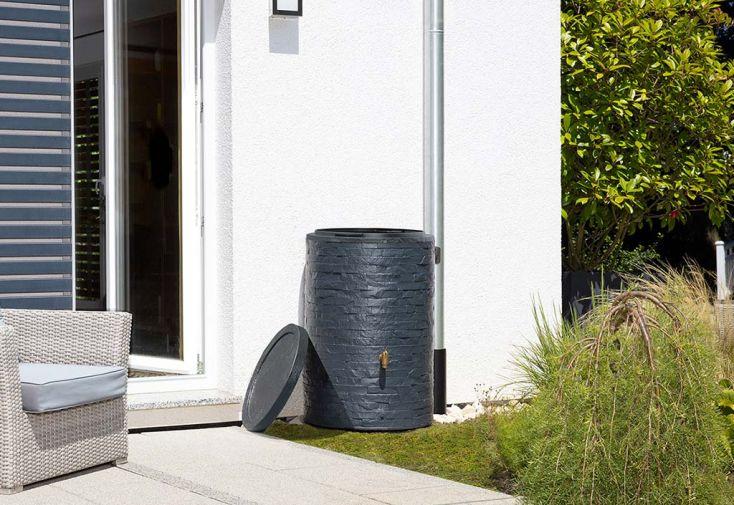 Cuve Récupération d'Eau de Pluie Garantia Arondo 250 L dans Jardin