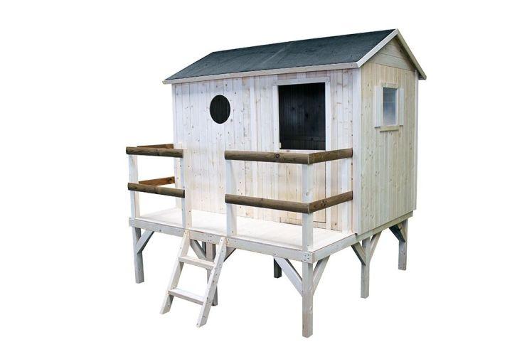 maisonnette en bois montée sur pilotis avec terrasse et bois brut