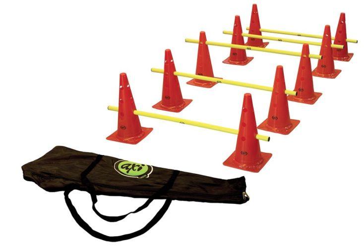 cônes et barres en plastique pour parcours d'obstacles