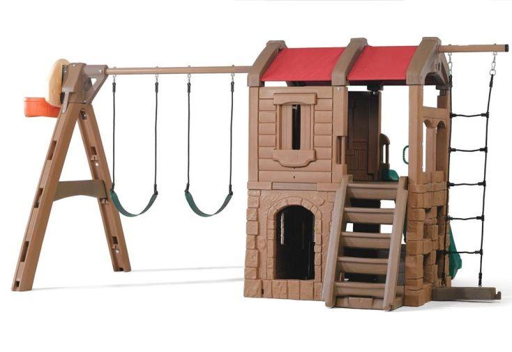 aire de jeux en plastique rotomoulé avec portique balançoires, toboggan et cabane
