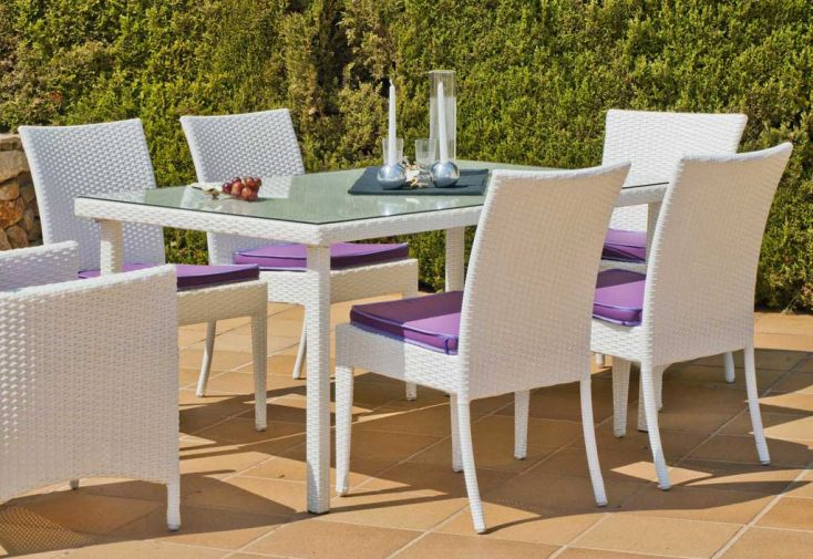 salon de jardin avec table, 4 chaises et 4 coussins