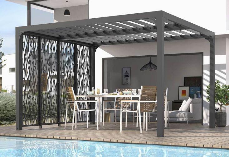 Tonnelle en aluminium avec toiture lames orientables et panneaux brise-vues