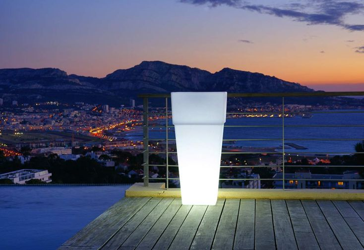 Vase Lumineux Blanc Carré à Rebords 50x50x105cm(l,l,h)