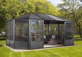 Pergola fermée en aluminium avec toiture acier galvanisé 20 m² Sojag