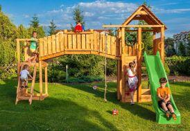 aire de jeux géante en bois avec toboggan