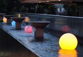 Boule Lumineuse Multicolore LED Sans Fil 50 cm Etanche + Télécde + Bat