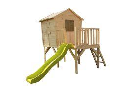 maisonnette en bois pour enfant sur pilotis avec toboggan