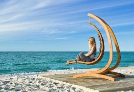 chaise longue suspendue en bois traité autoclave et support