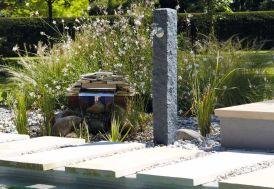 Fontaine de jardin en polyéthylène imitation pierre avec robinet