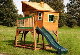 aire de jeux en bois avec cabane, bac à sable et toboggan