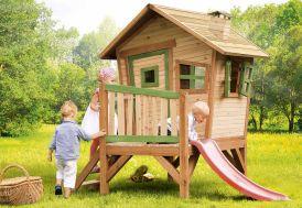 cabane en bois sur pilotis avec toboggan pour enfant dès 3 ans