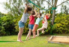 Parcours d'obstacles de jardin pour enfants avec slackline