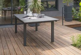 table de jardin en aluminium avec plateau extensible en verre et finition granit